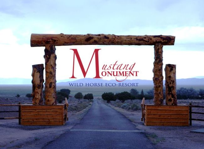 mustang-monument